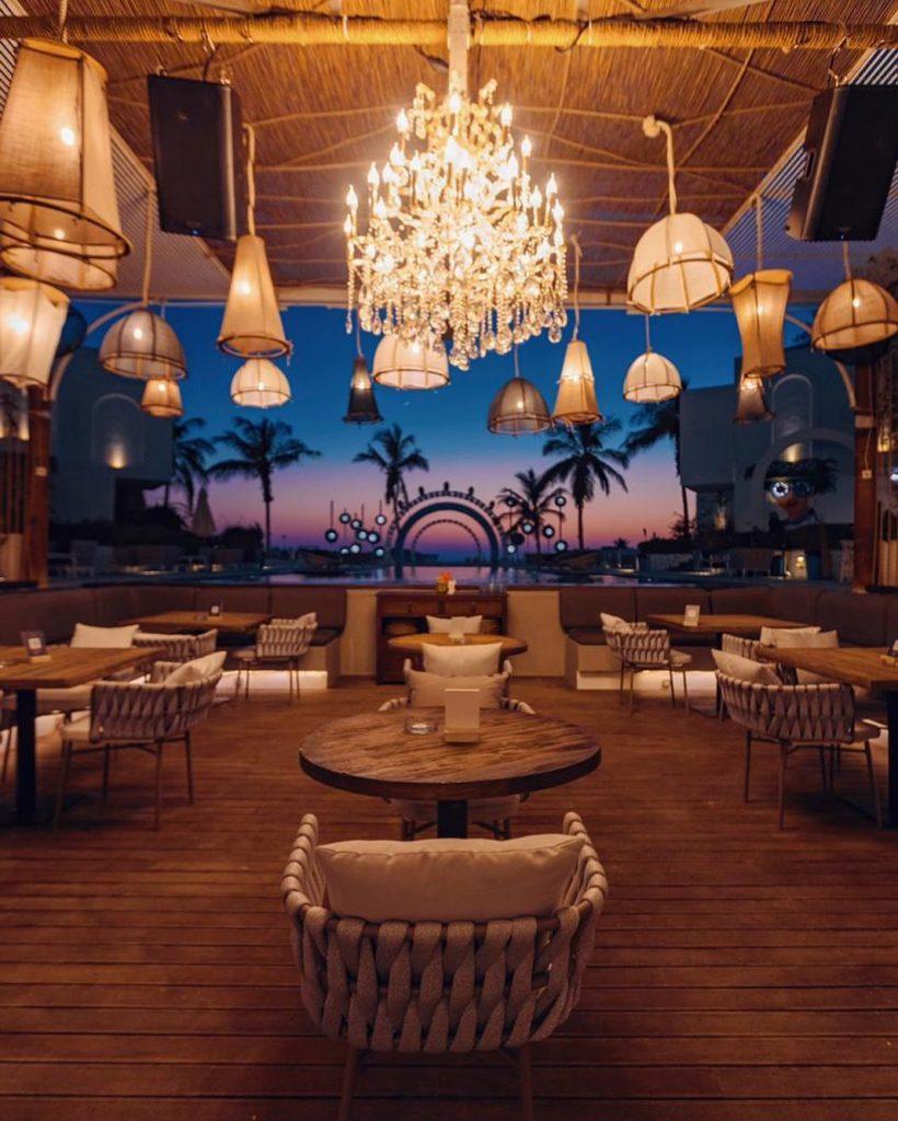 مطعم اويا بيتش جدة